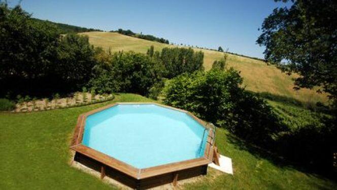 """Une piscine en bois discount coûte encore moins cher.<span class=""""normal italic petit"""">© Fotolia</span>"""