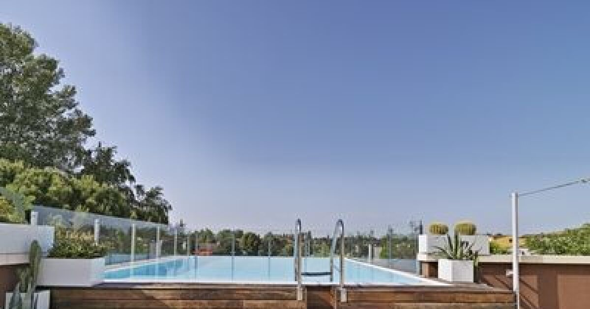 Trouver une piscine en bois semi enterr e pas cher for Piscine ossature bois pas cher