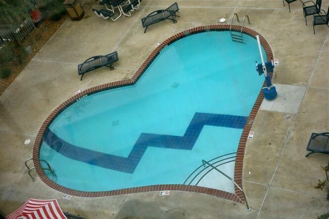 Une piscine en forme de coeur