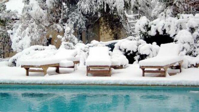 """Pour bien passer l'hiver, votre piscine doit être mise en hivernage pour préserver la qualité de son eau.<span class=""""normal italic petit"""">© S. Pradier - Fotolia.com</span>"""