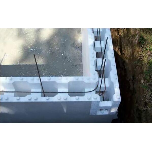 Une piscine en kit en blocs de polystyr ne for Kit piscine polystyrene