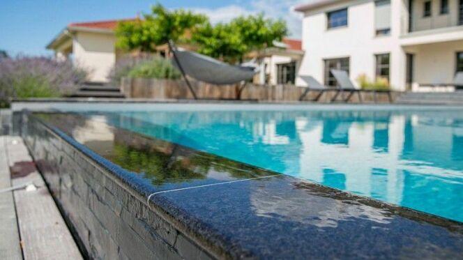Une piscine en pierre
