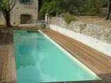 Une piscine en teck : un bois exotique beau et résistant