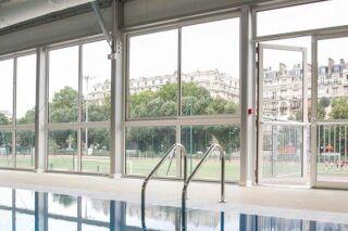 Une piscine éphémère ouvre à Paris