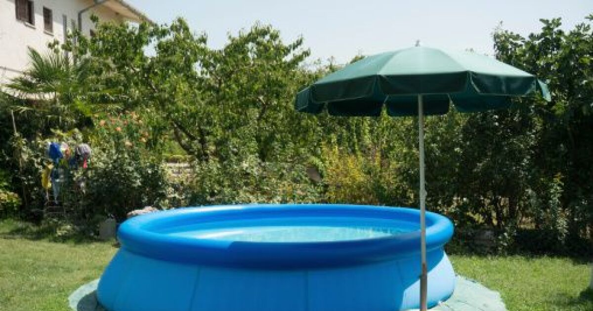 Une piscine gonflable dans votre jardin de long moments for Piscine gonflable 3m