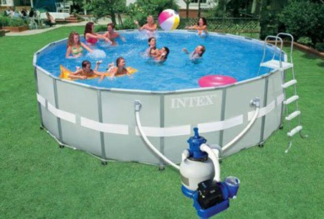 """Une piscine Intex hors sol dans votre jardin c'est l'assurance de baignades réussies!<span class=""""normal italic petit"""">© Intex</span>"""