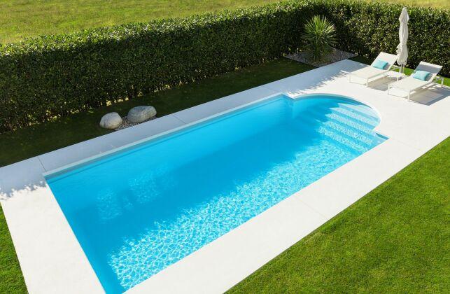 Une piscine monobloc : un bassin solide chez vous