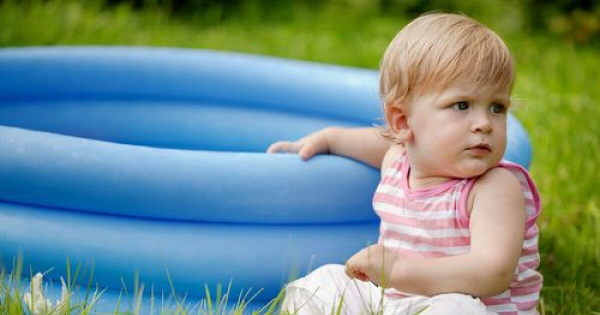 Une piscine pour b b de l 39 eau pour votre bout de chou for Petite piscine gonflable pour bebe