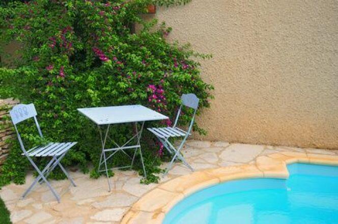 """Une piscine privée en Aquitaine vous permettra de profiter longtemps des bienfaits de la baignade.<span class=""""normal italic petit"""">© bobdu11 - Fotolia.com.jpg</span>"""