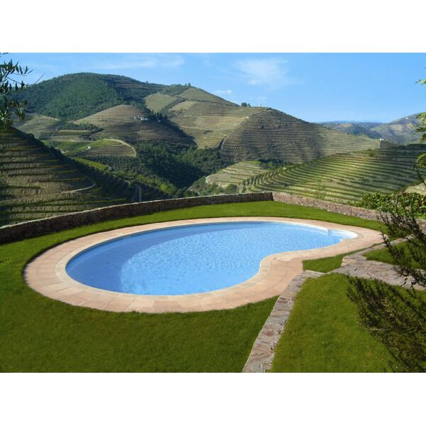 investir dans une piscine priv e en auvergne une r gion chaude et chaleureuse. Black Bedroom Furniture Sets. Home Design Ideas
