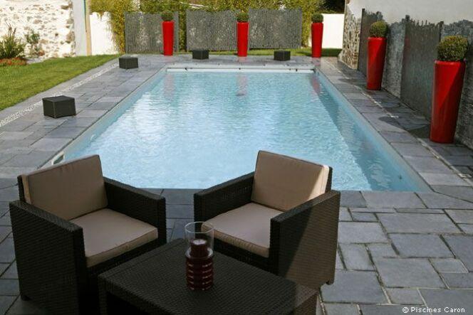 """Une piscine privée en Ile de France c'est possible ! Tenez juste compte des contraintes du terrain et de la météo.<span class=""""normal italic petit"""">© Caron Piscines</span>"""