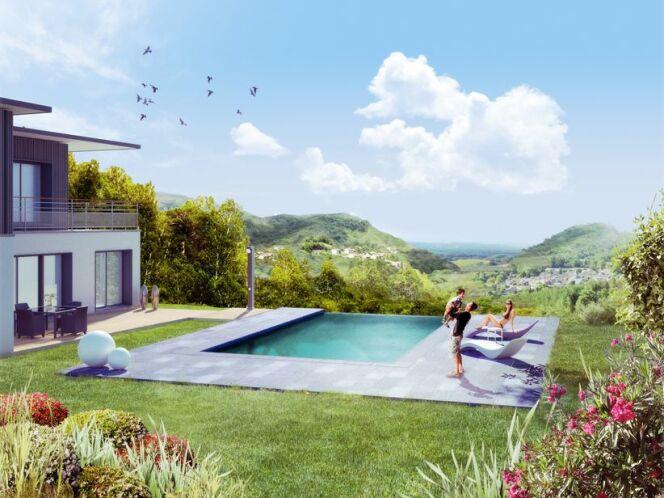 """Une piscine privée en Languedoc Roussillon est idéale pour profiter du climat ensoleillé de la région.<span class=""""normal italic petit"""">© Aquilus</span>"""