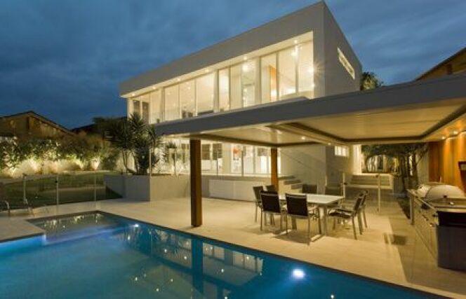 """Une piscine privée en région Centre est un projet relativement facile à mettre en place.<span class=""""normal italic petit"""">© ep stock - Fotolia.com.jpg</span>"""