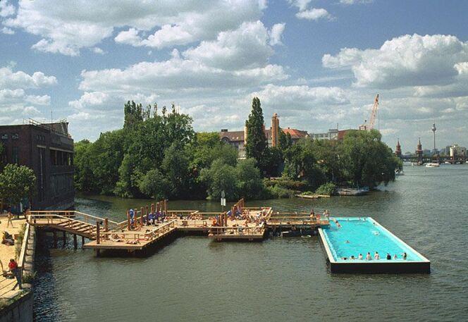 Une piscine très appréciée des Berlinois : Badeschiff