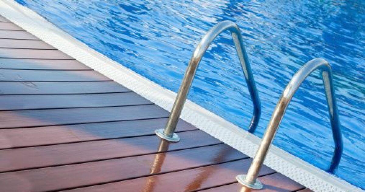 Une plage de piscine en composite une plage aspect bois sans les inconv nients - Autour de la piscine photo villeurbanne ...