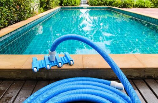 """Une pompe de piscine qui disjoncte, c'est un système de filtration qui ne marche plus.<span class=""""normal italic petit"""">© pitchayarat2514 - Fotolia.com</span>"""