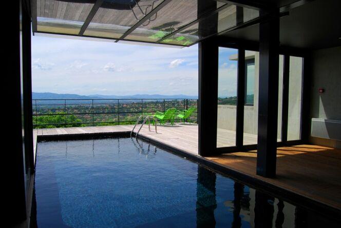 """Une piscine moderne s'intégrera parfaitement dans son environnement.<span class=""""normal italic petit"""">© L'Esprit piscine</span>"""