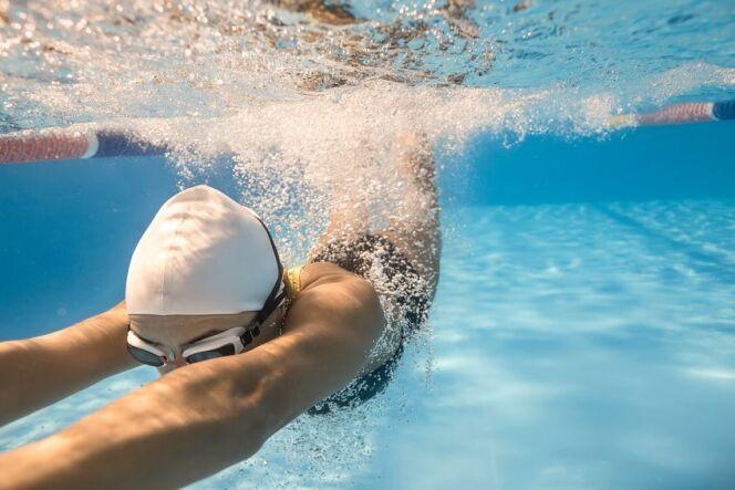 Une respiration efficace en brasse demande de l'entraînement.