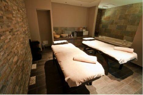 Une salle de soins double au All Suites Resort & Spa à La Gaude
