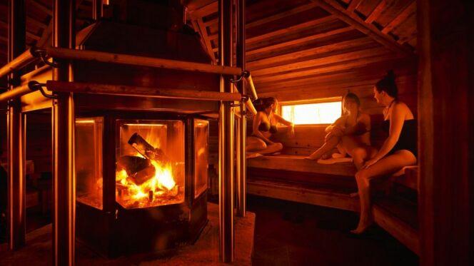 Une séance de sauna au Nordik Spa Nature