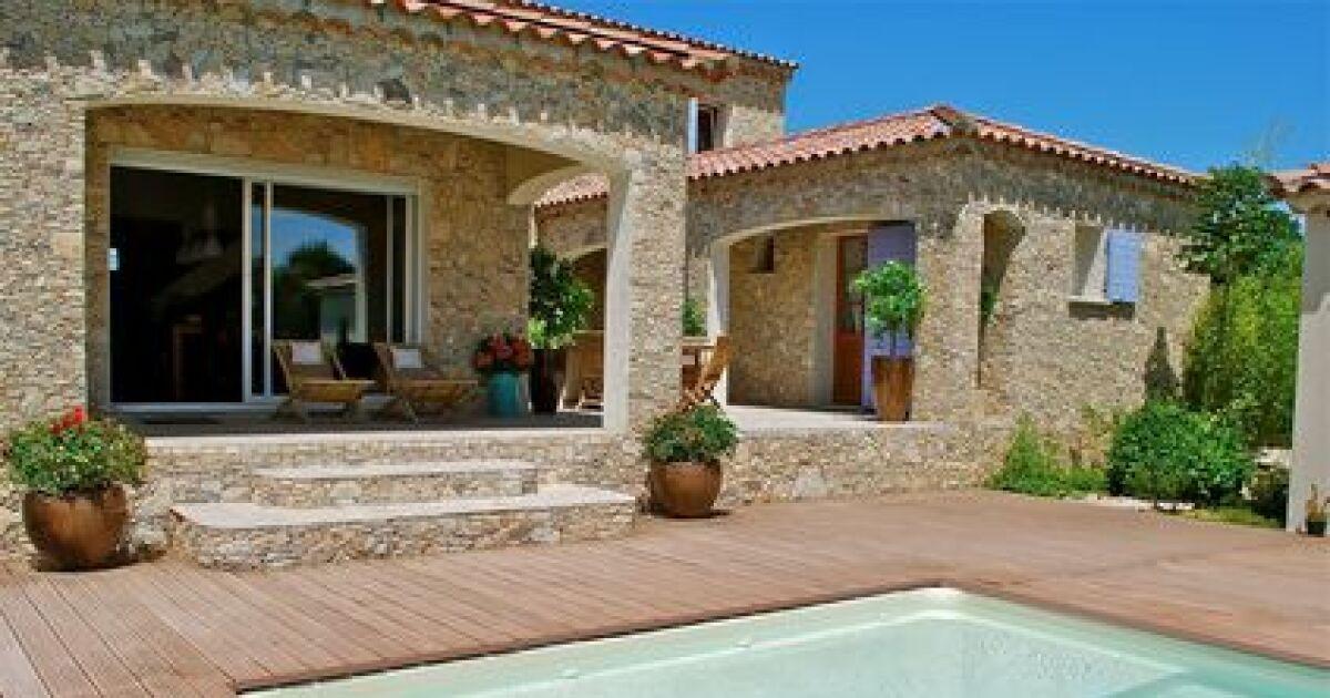 une terrasse avec piscine en bois esth tisme et authenticit. Black Bedroom Furniture Sets. Home Design Ideas