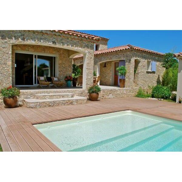 Une terrasse avec piscine en bois esth tisme et authenticit for Terrasse avec piscine