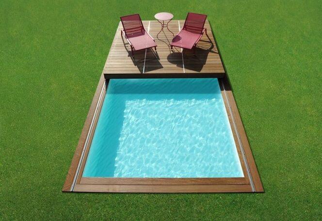 Une terrasse en bois à côté de votre piscine grâce au Rolling-Deck de Piscinelle.