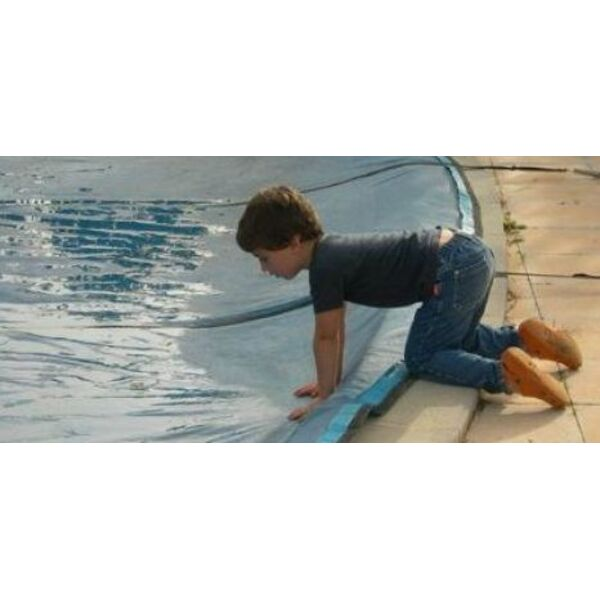 une toile sur votre piscine toile solaire toile