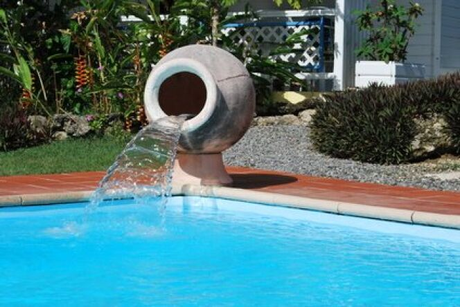 """Une fontaine dans votre piscine<span class=""""normal italic petit"""">© Fotolia</span>"""