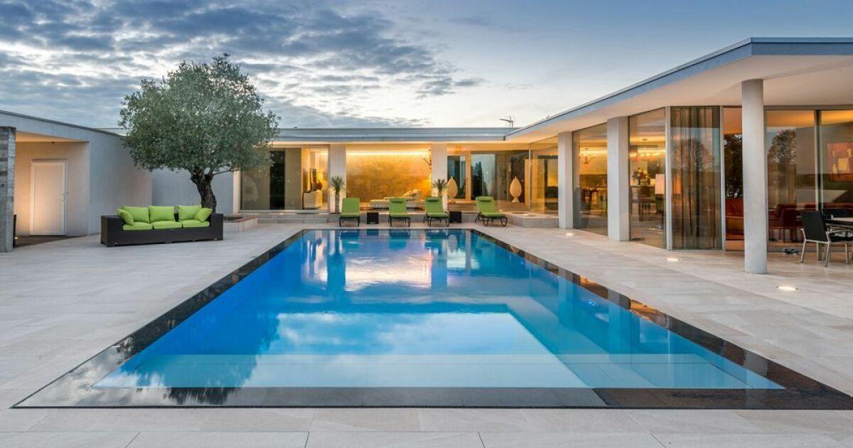 Unjourunepiscine mars 2017 une piscine avec effet for Piscine miroir prix