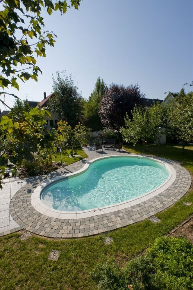 Unjourunepiscine mars 2017 une piscine forme haricot photo 11 - Prix piscine waterair ...