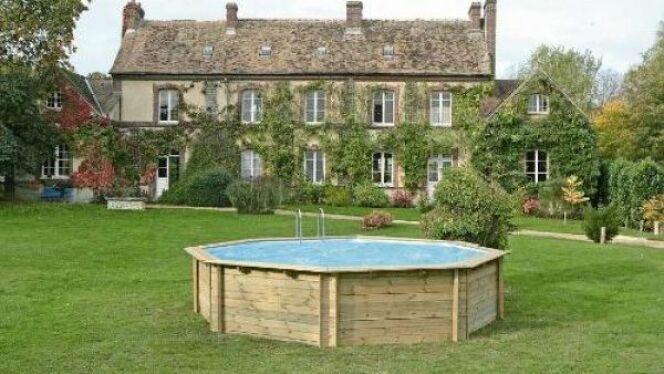 """Une piscine hors sol est facile à acheter mais il faut prendre certaines précautions pour ne pas avoir de mauvaises surprises.<span class=""""normal italic petit"""">© solostocks</span>"""