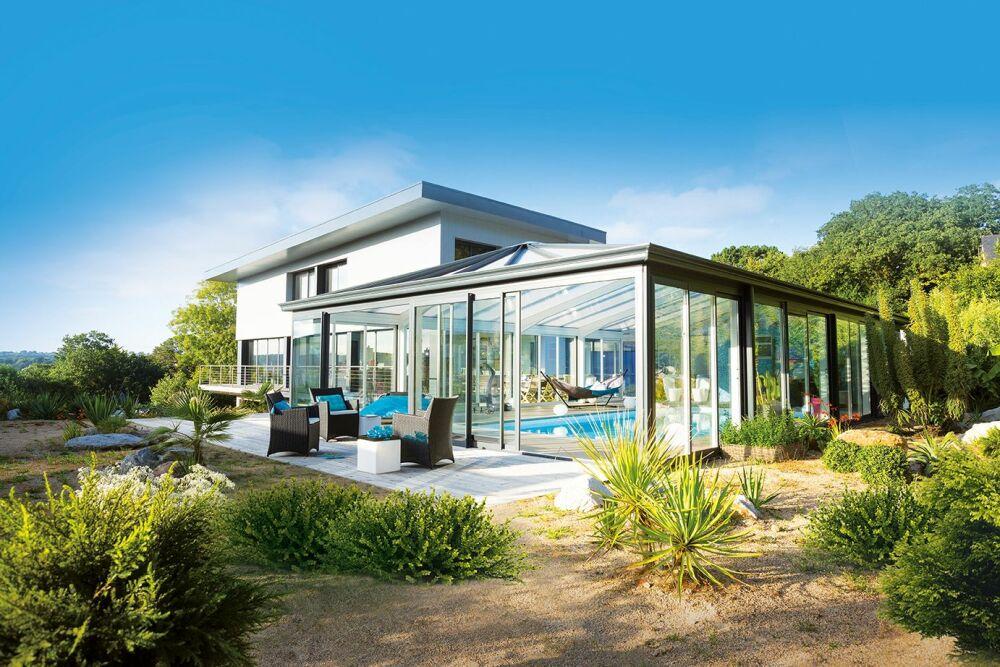 Véranda de piscine Sérénity : une extension à la maison© Abri Piscine Gustave Rideau - Photo : AXXESS