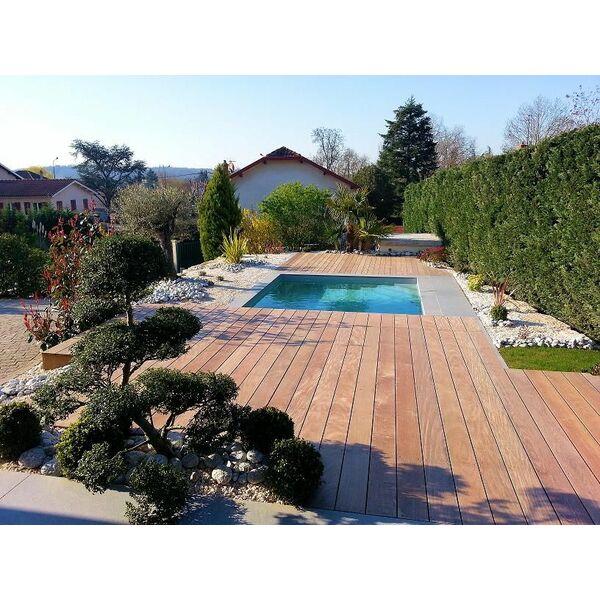 Vert et bleu piscine bully pisciniste rh ne 69 for Accessoire piscine professionnel