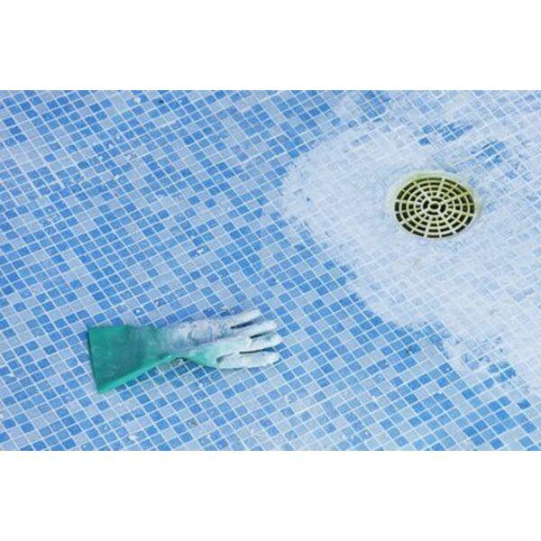 vidanger une piscine par la bonde de fond. Black Bedroom Furniture Sets. Home Design Ideas