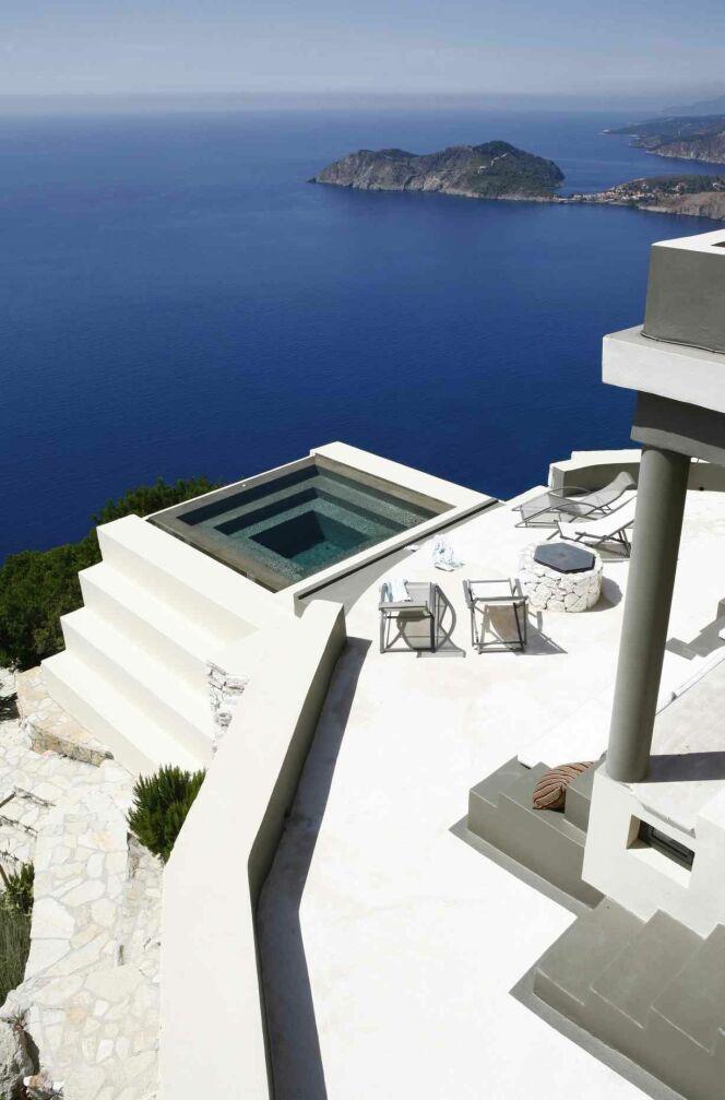 Villa Althea : une villa de luxe au-dessus de la mer