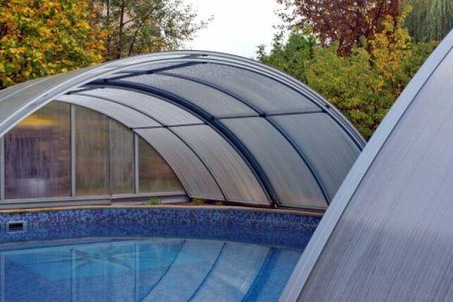 Vitrage d'un abri de piscine