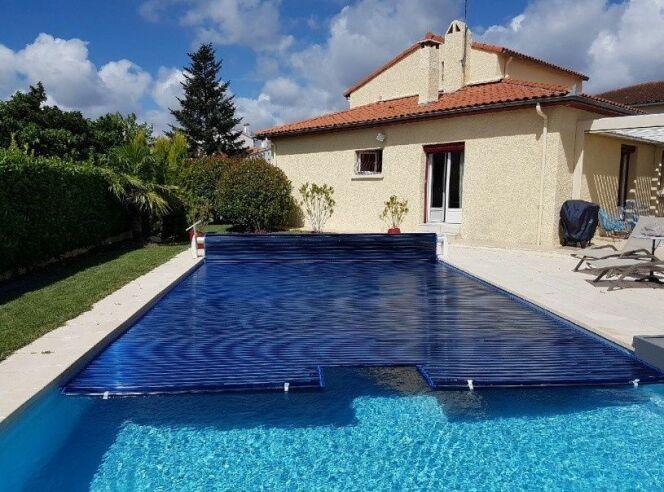 Volet de piscine à lames polycarbonate