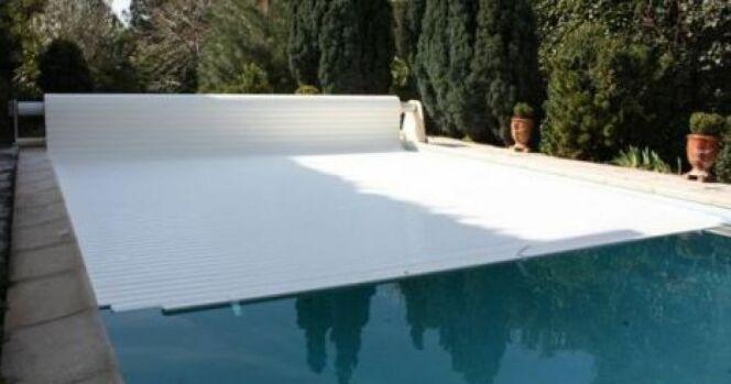 """Volet de piscine en panne<span class=""""normal italic petit"""">© Abrineo</span>"""