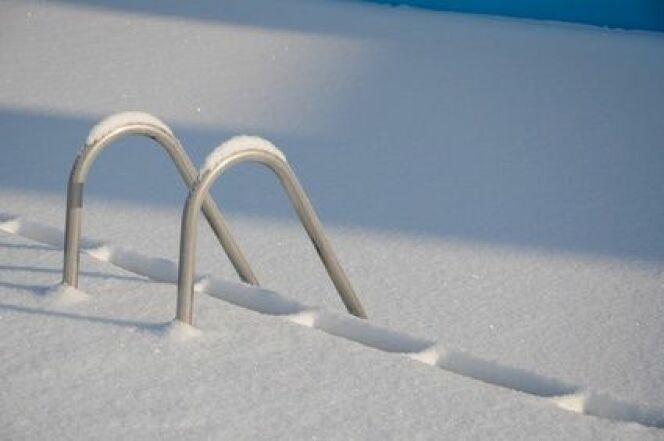 Volet de piscine et neige