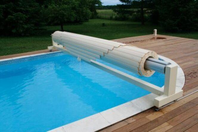 "Volet de piscine manuel<span class=""normal italic petit"">© Abriblue</span>"