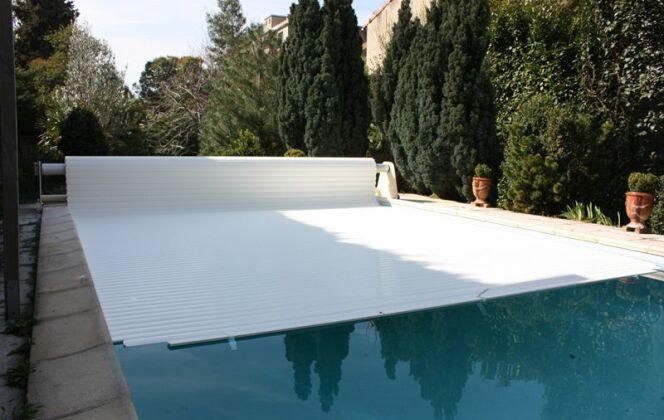 """Volet de piscine """"Mouv and Roll"""" Azenco © Azenco"""