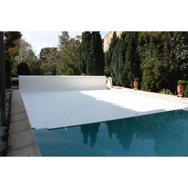 le volet de piscine solaire motoriser son volet de fa on. Black Bedroom Furniture Sets. Home Design Ideas