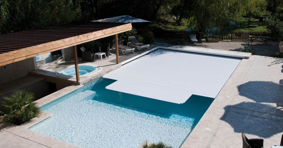 Couverture piscine rigide orleans 2121 for Piscine plastique rigide