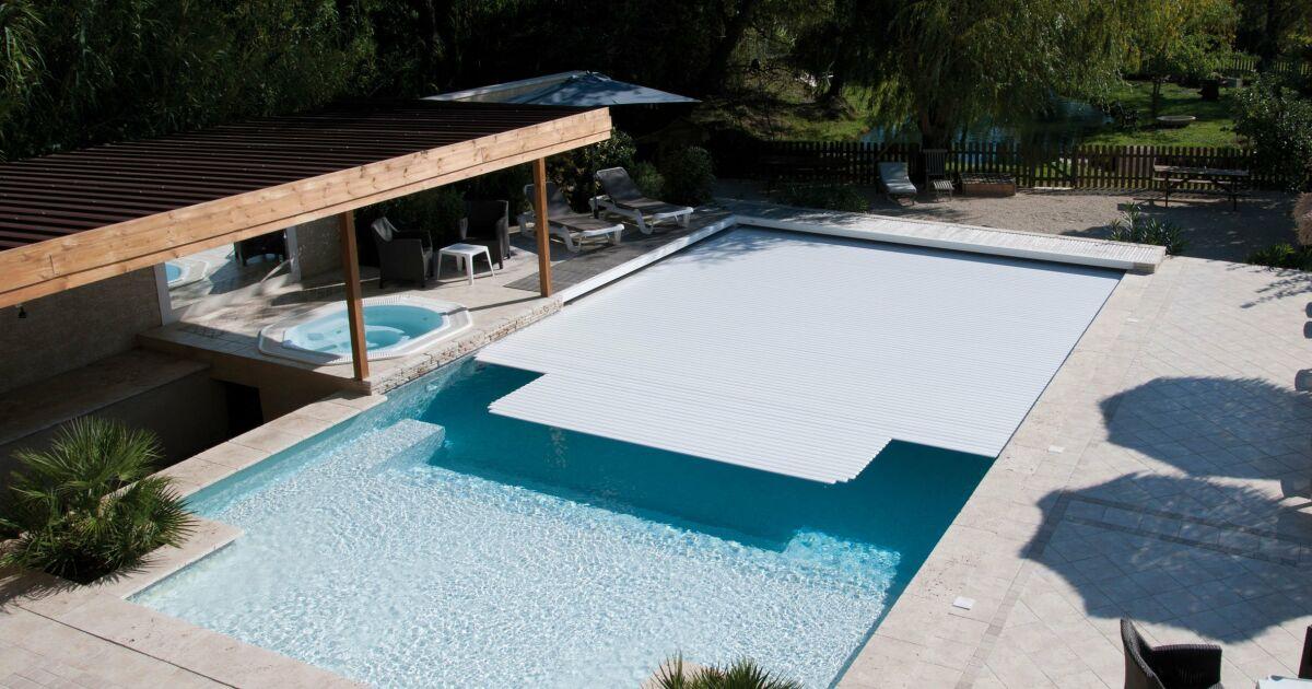 Avis et commentaires volet immerg piscine veesio abriblue for Avis sur piscine waterair