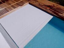 Le volet pour piscine à débordement : une protection adaptée à ce type de bassin