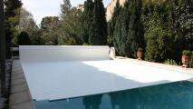 En vidéo : comment installer un volet roulant de piscine ?