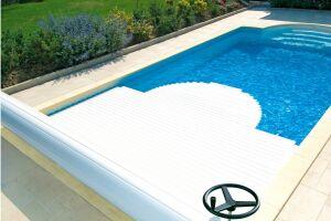 Volet de piscine manuel MANU par Abriblue : pratique et économique