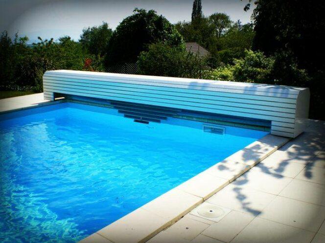 Volets de piscine flottants personnalisables, par Océa