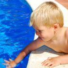 Mon enfant a peur de la piscine, que faire ?